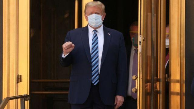 Trump sale del hospital luego de 3 días internado por COVID
