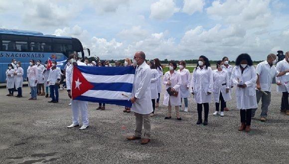 500 médicos cubanos ayudarán a la atención de pacientes covid-19 en CDMX
