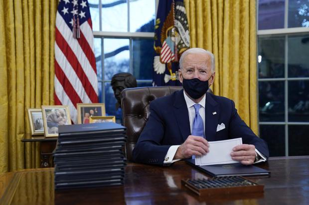 Biden firma acciones ejecutivas sobre derechos humanos