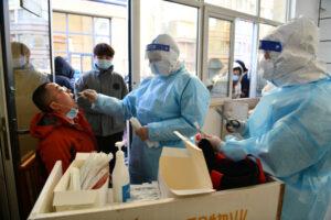 Provincia de China en confinamiento después del mayor pico de coronavirus en meses