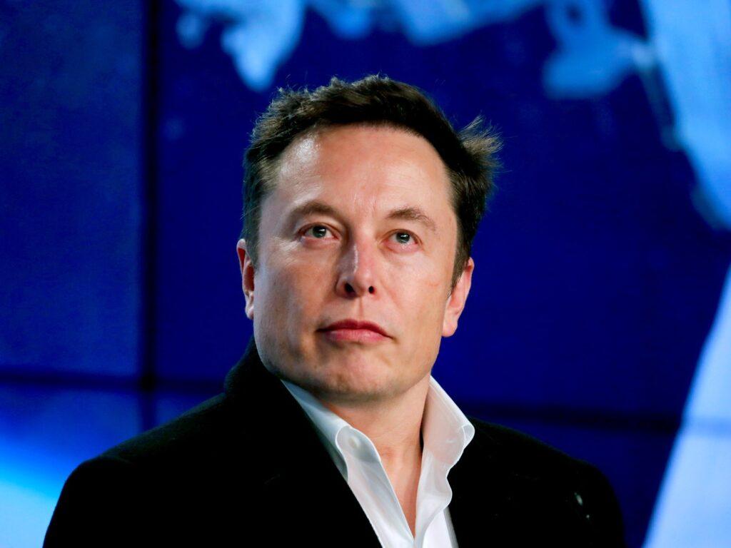 Neuralink podría plantar chips en el cerebro humano en un año: Elon Musk