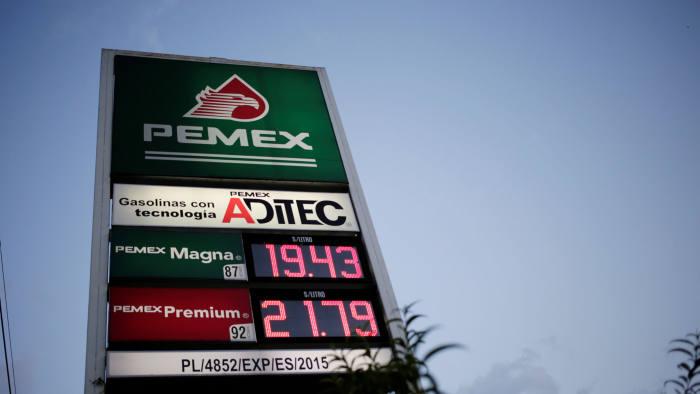 Rescate de Pemex impulsará déficit fiscal cada vez mayor: Moody's