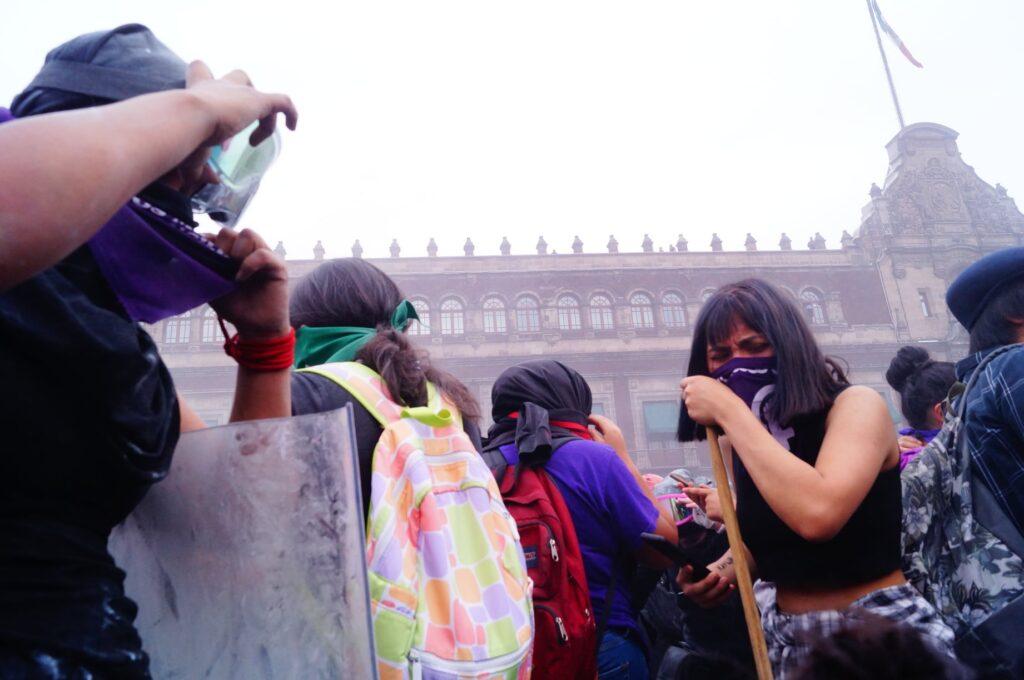 Brigada Marabunta denuncia uso de gas lacrimógeno en marcha de #8M