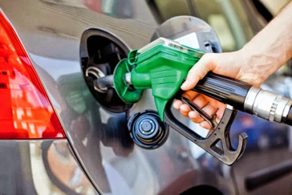 Precio del petróleo sube tras venta masiva impulsada por preocupaciones sobre la demanda
