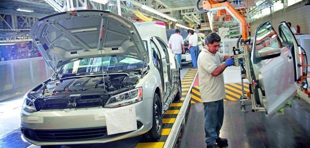 Producción industrial cayó 4.9% en enero