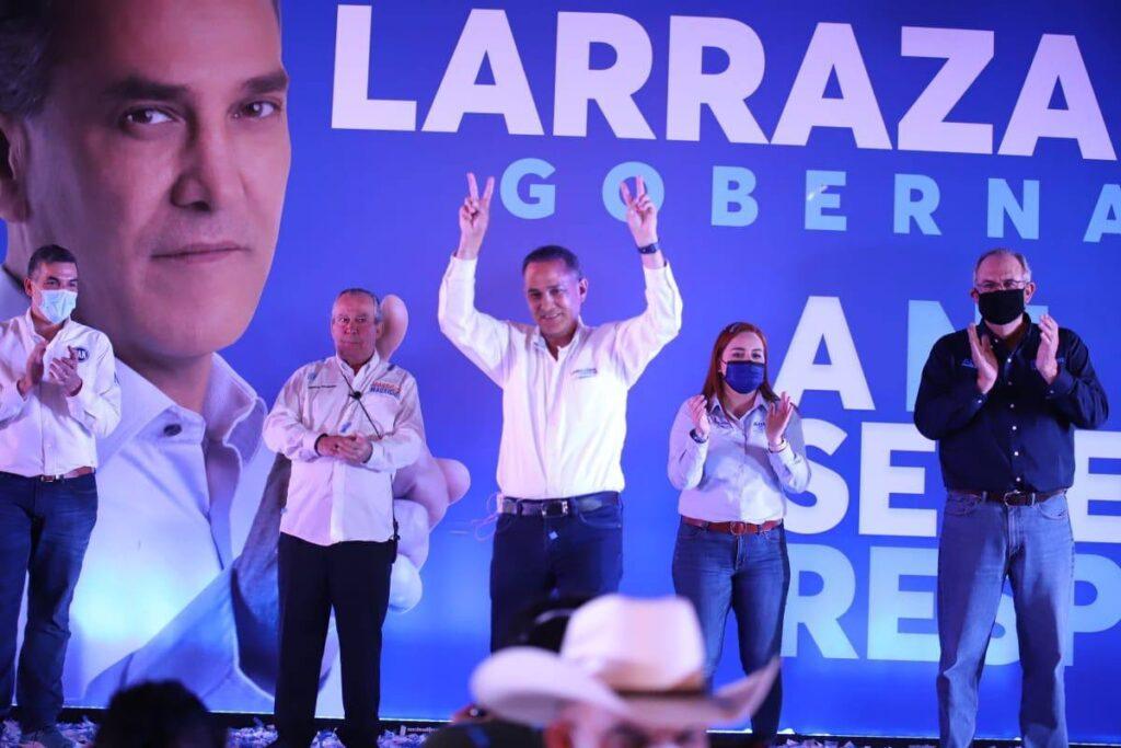 El candidato del PAN Fernando Larrazábal durante eventos de campaña electoral