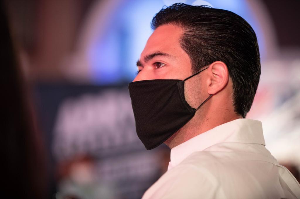 Ante empresarios, Adrián de la Garza Santos se comprometió a investigar la administración de El Bronco.
