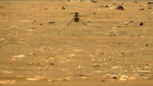 Dron Ingenuity vuela sobre la superficie de Marte