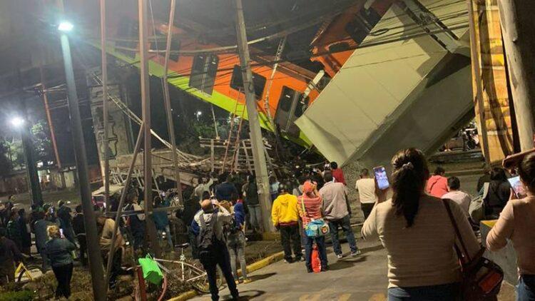 Se desploma metro en la estación Olivos