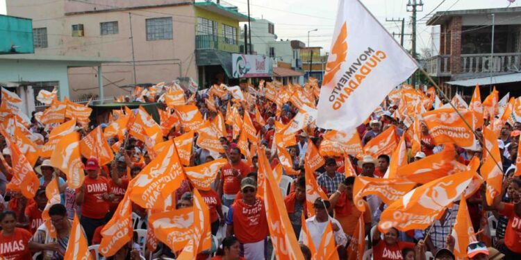 Simpatizantes de Movimiento Ciudadano en mitin