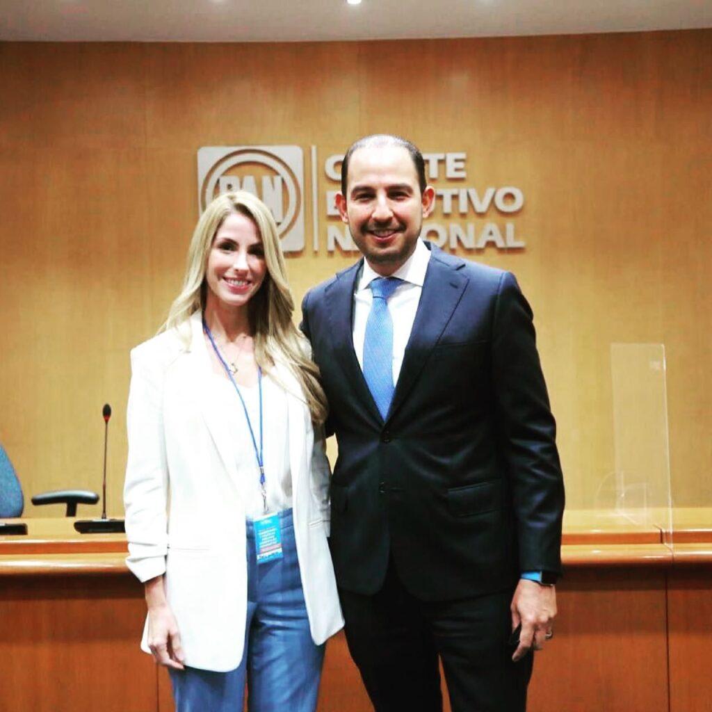 Patricia Lobeira acompañada de Marko Cortés