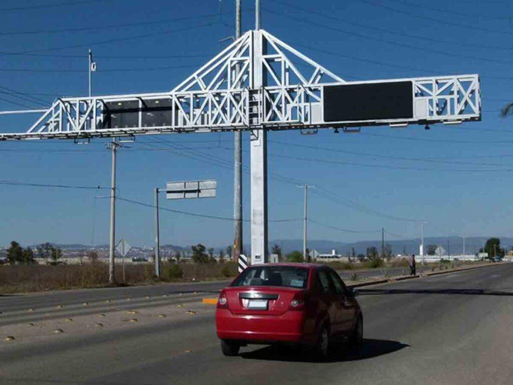 Arcos carreteros instalados en la ciudad.